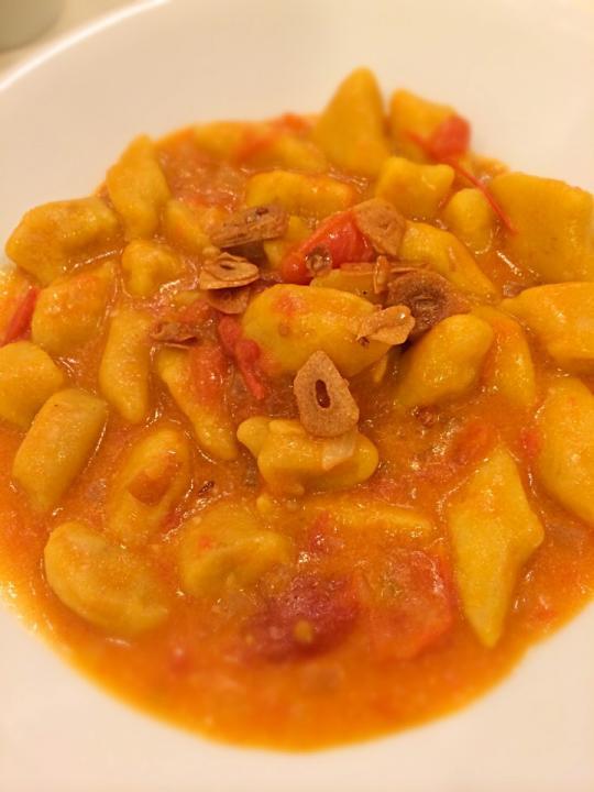 ... con salsa marinara;) Pumpkin and ricotta gnocchi with marinara sauce