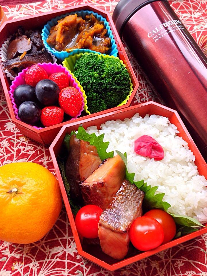 餡バター南瓜と秋鮭照焼きのお弁当(⊹^◡^)ノo.♡゚。*