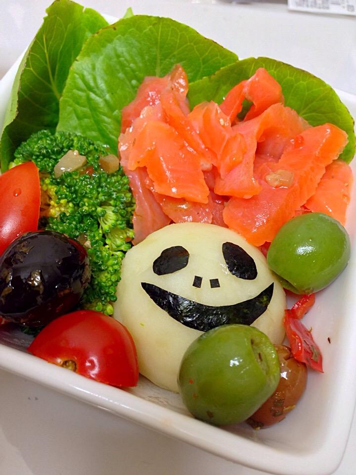 ジャックのサーモンとジャガイモ、オリーブのサラダ
