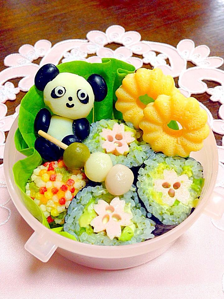 パンダさんと一緒にお花見弁当