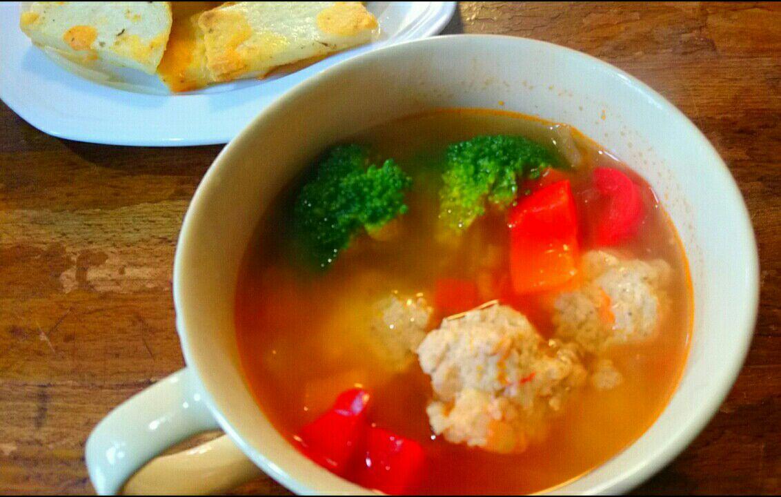 肉団子と赤パプリカのトマトスープ