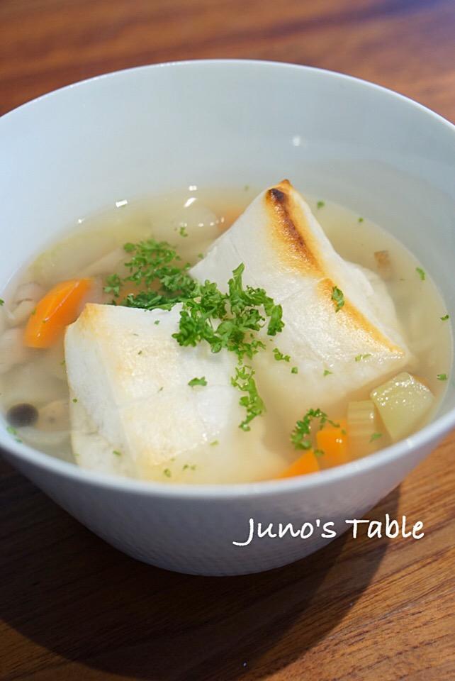 朝ごはんは、餅入り根菜スープ