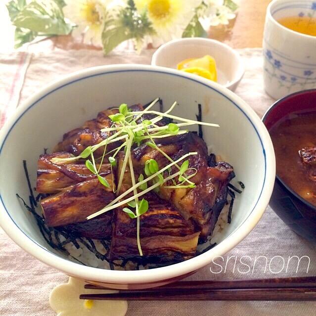 鰻に見えたら成功?なすの蒲焼き丼 by トォコ