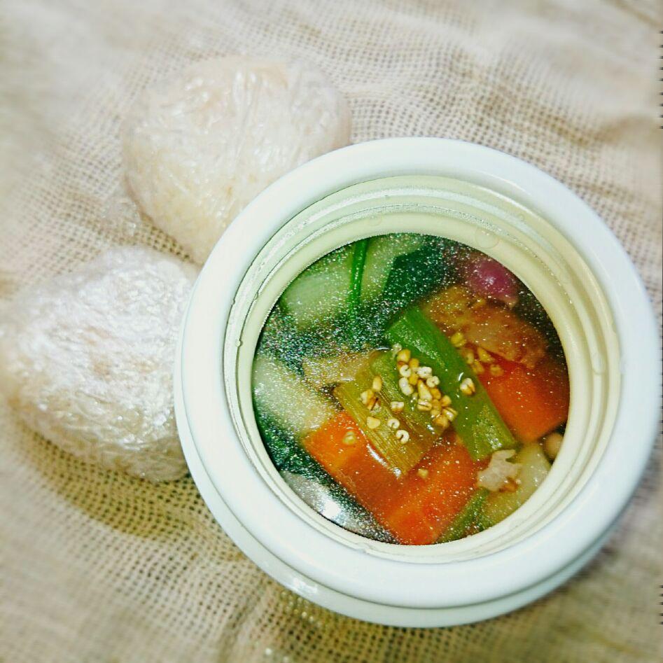 ベーコンと野菜の白だしスープ&栗ご飯おにぎりのお弁当