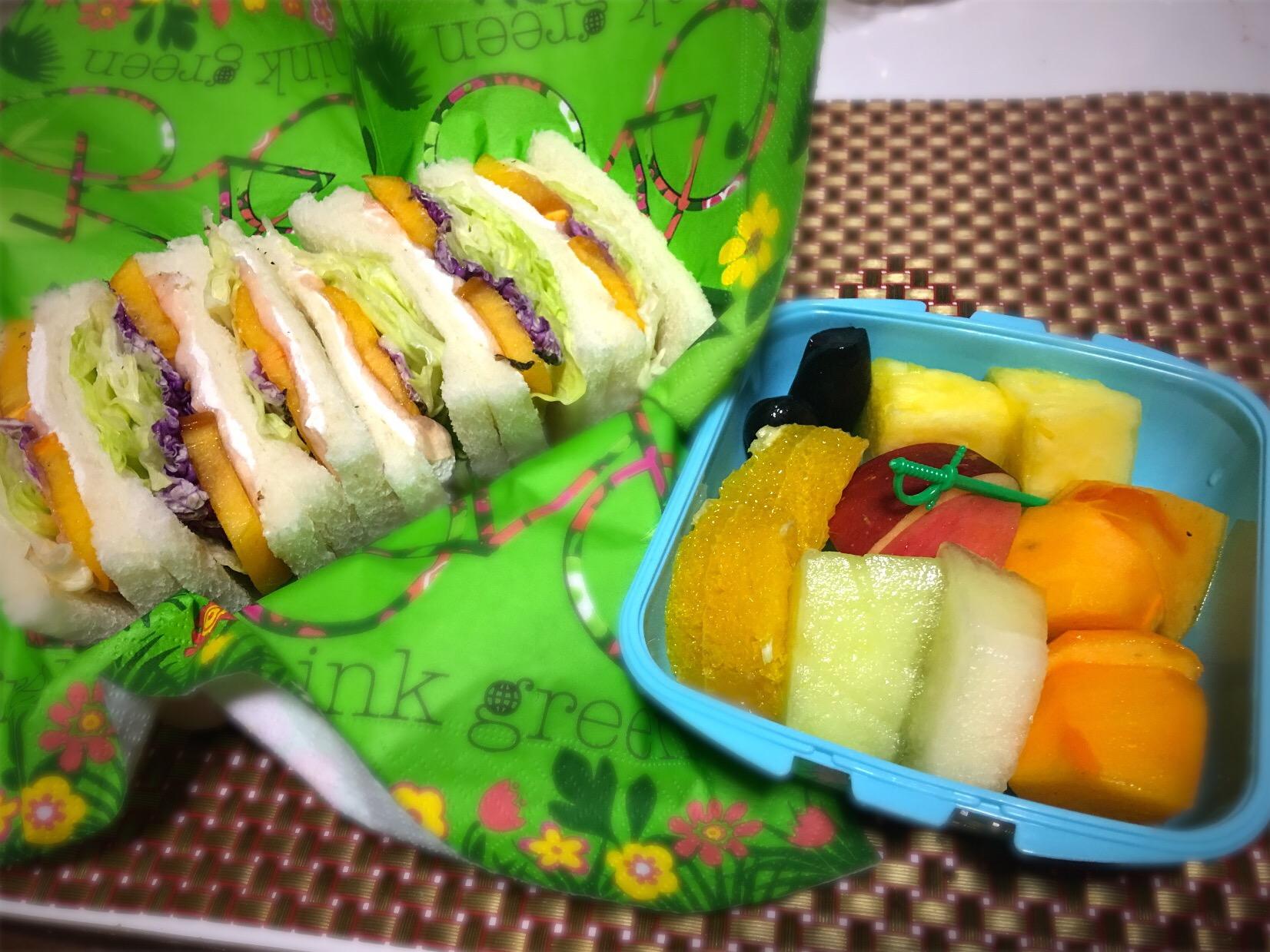 娘の大好きな柿と生ハムのサンドイッチ 水切りヨーグルトのスプレッド#塗るチーズ#柿と生ハム #水切りヨーグルト