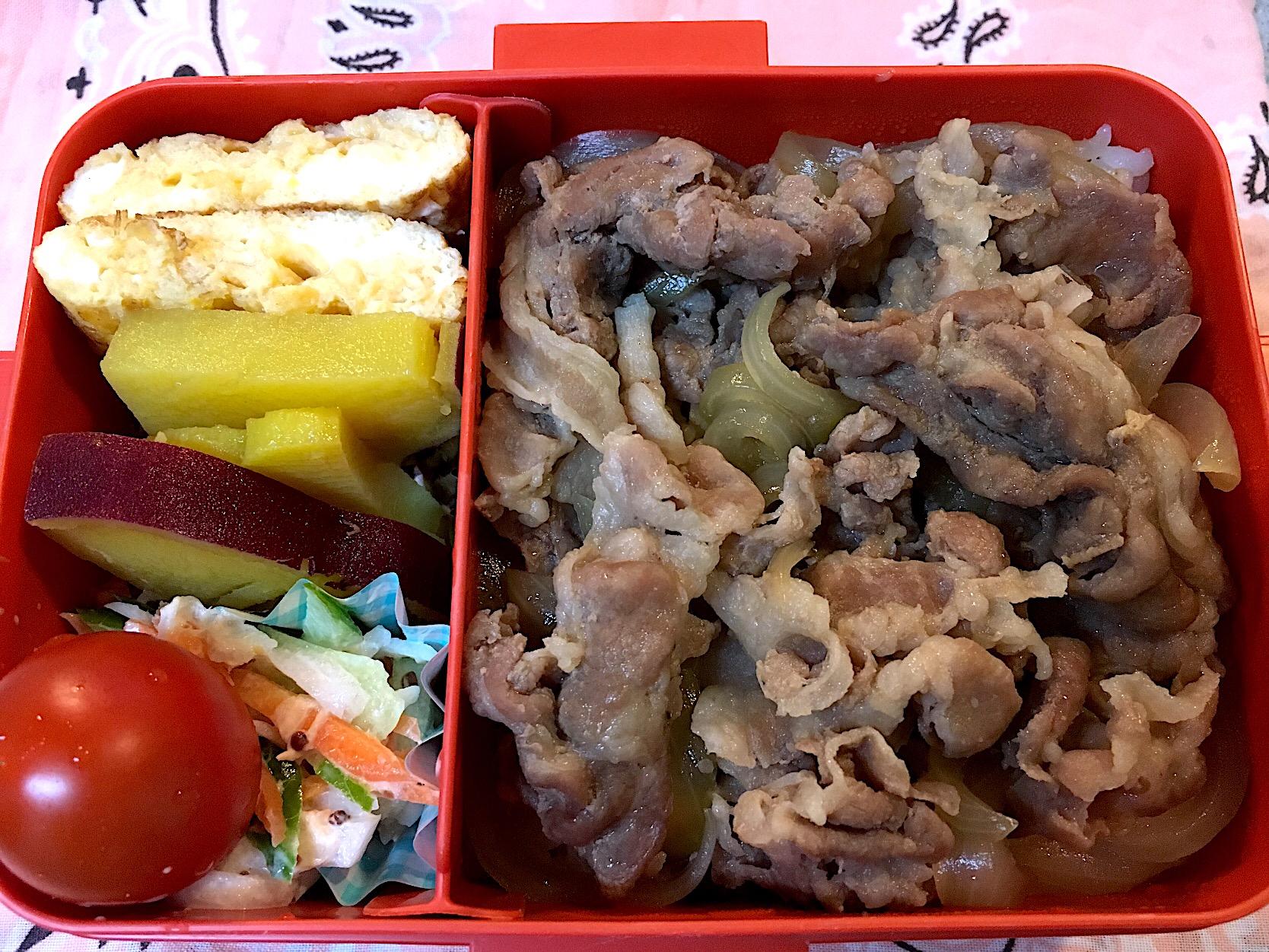 ♫今日のお弁当♫〜豚丼、だし巻き卵、サツマイモのレモン煮、いろんな野菜コールスロー、トマト〜