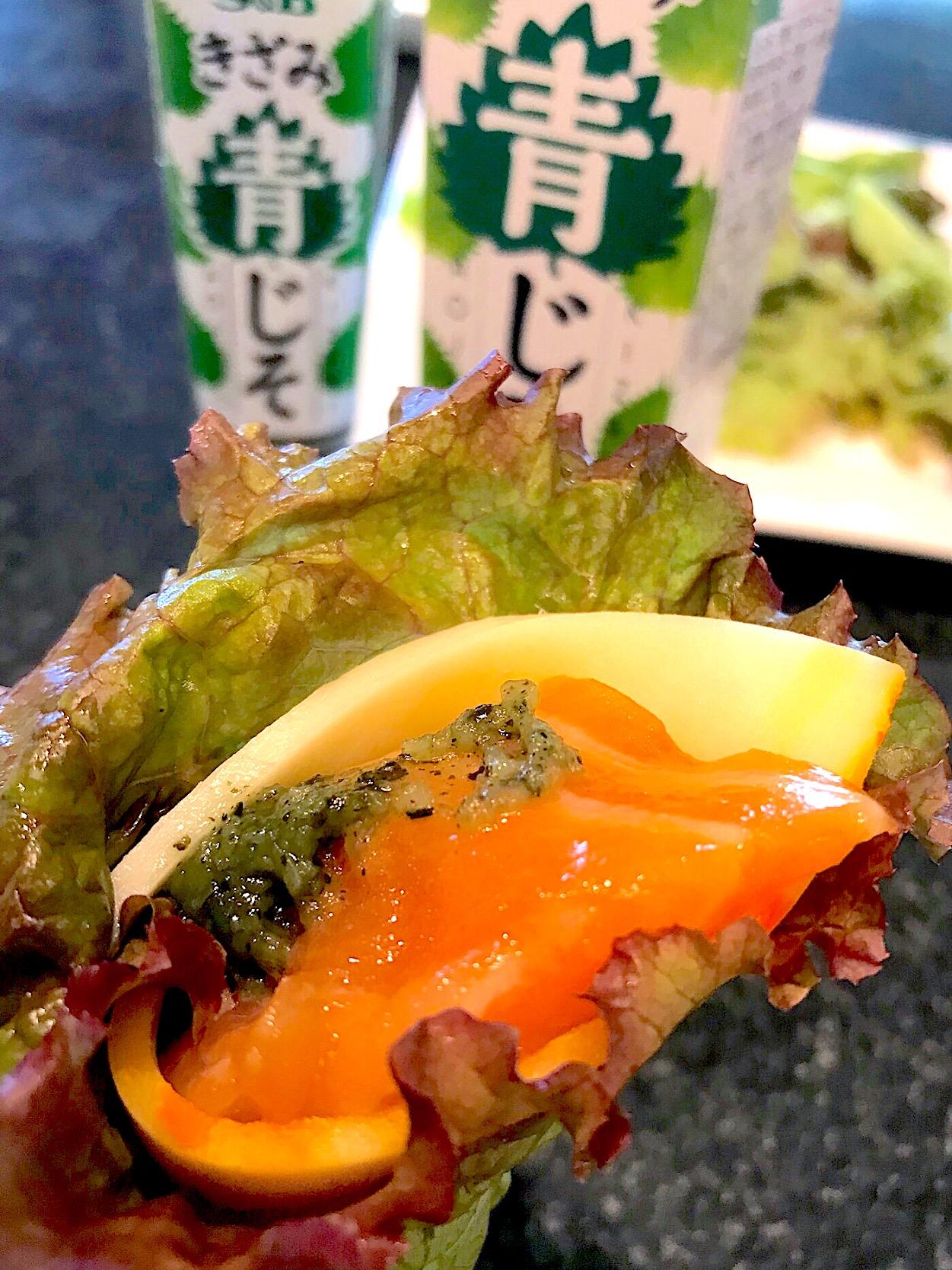 サーモンチーズのグリンリーフ巻き 洋野菜に青じそペーストで食す。