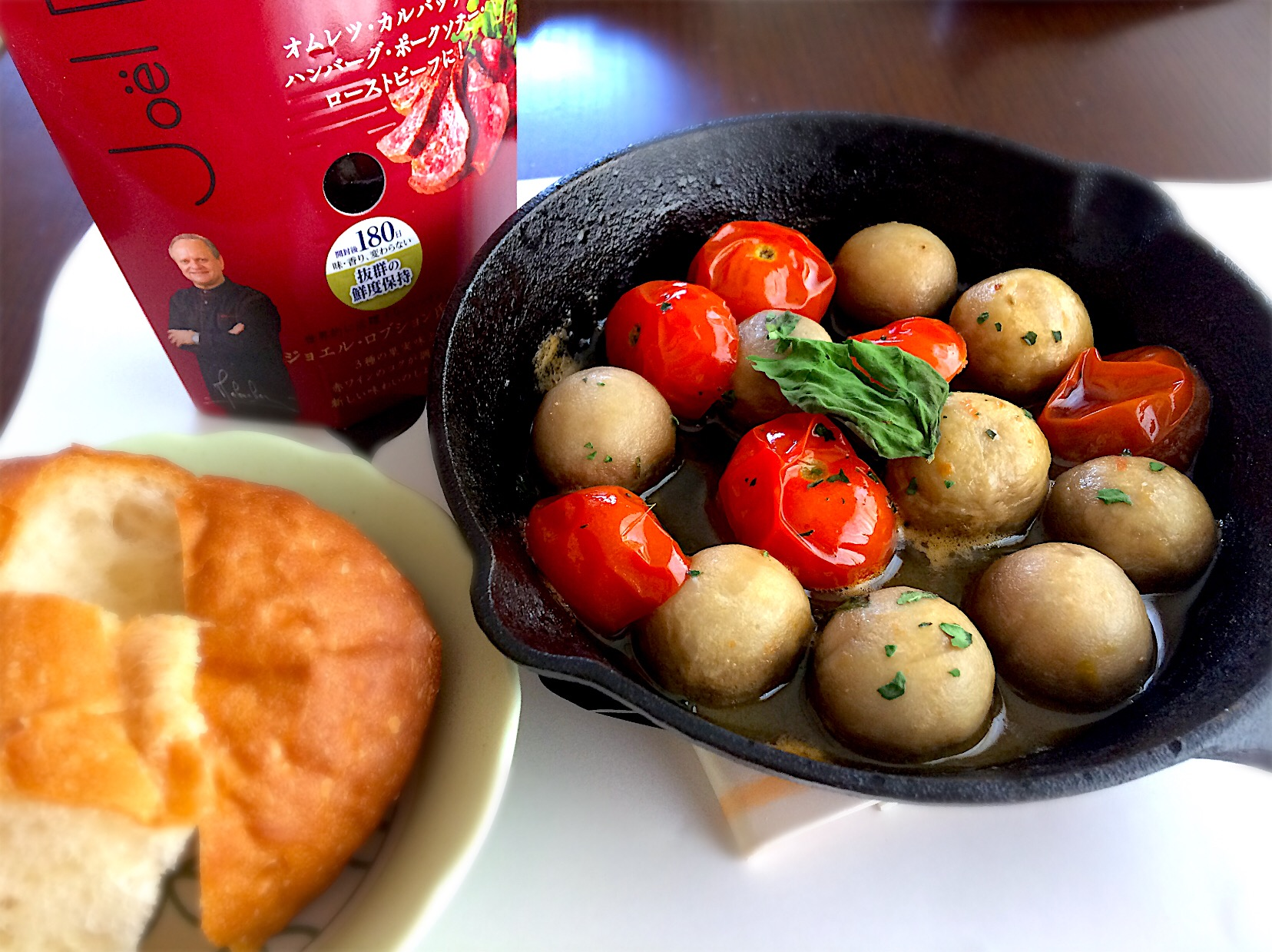 マッシュルームとミニトマトのアヒージョ