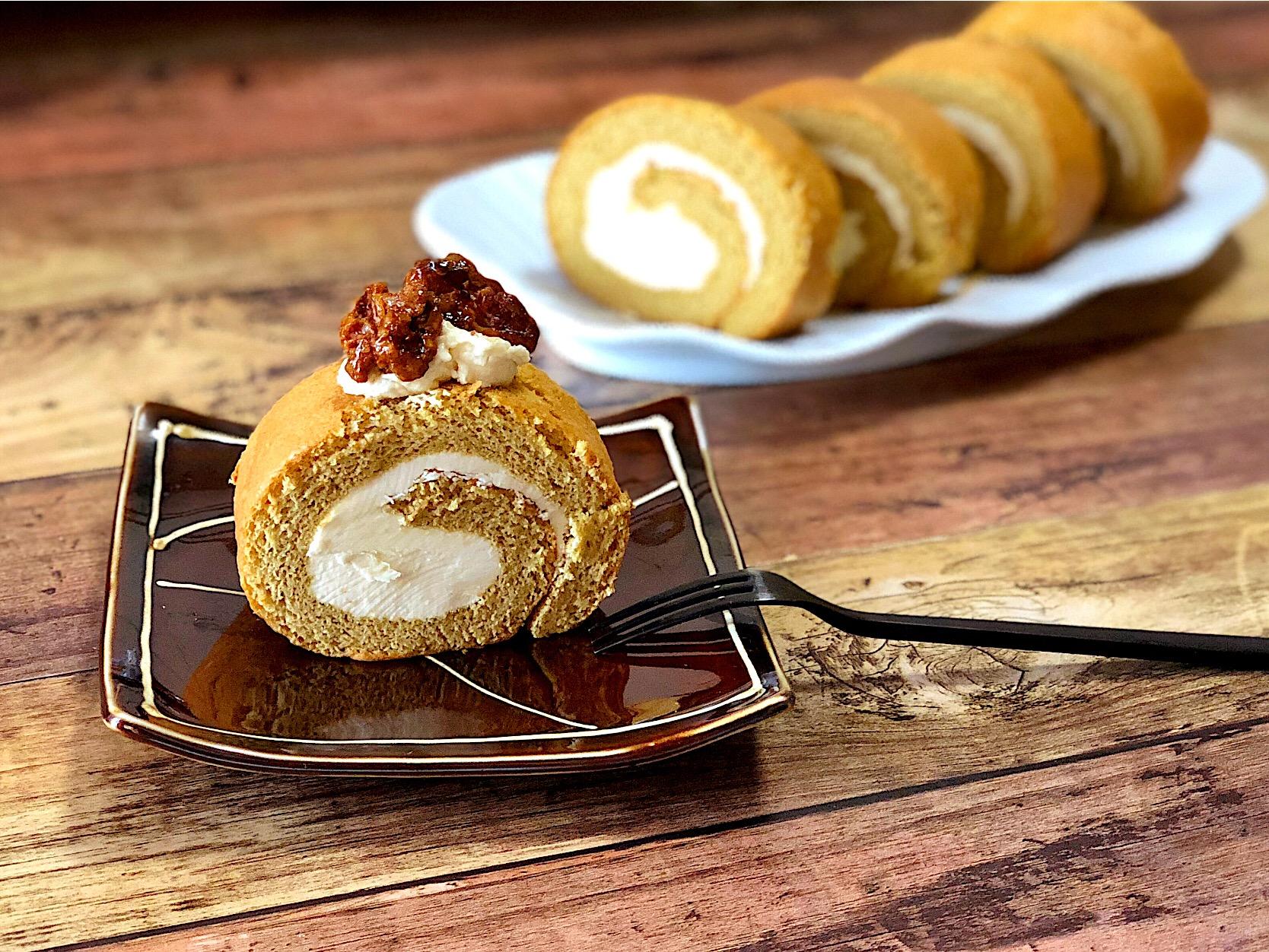 お醤油バタークリームの黒糖ロールケーキ