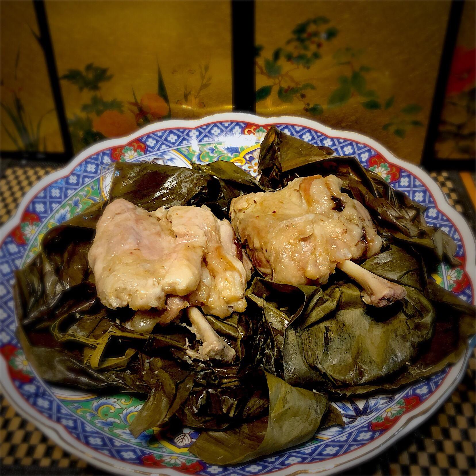 佐野未起の料理 肉の下処理してレモン塩を揉み込んでバナナの葉で包んで熟成させたギャートルズ肉