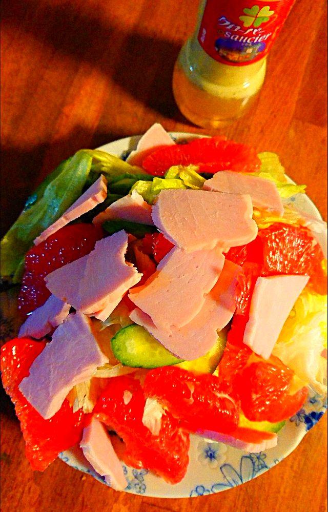 残ったハムで、ルビーグレープフルーツサラダ?