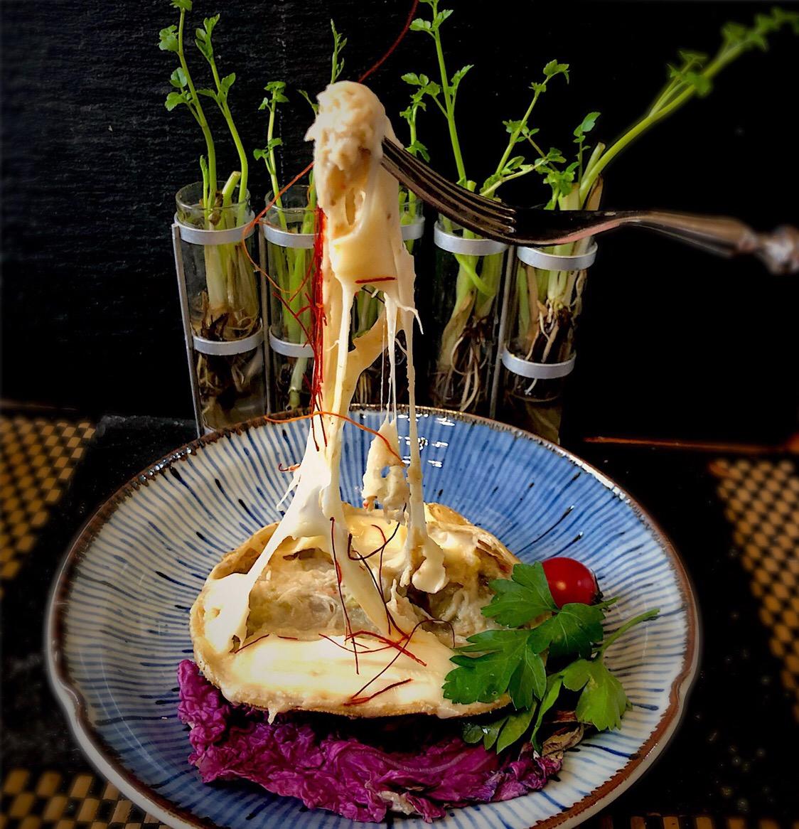 佐野未起の料理 蟹ベースを使いフェイクホワイトソースの蟹グラタン 七草のセリが育ってます?