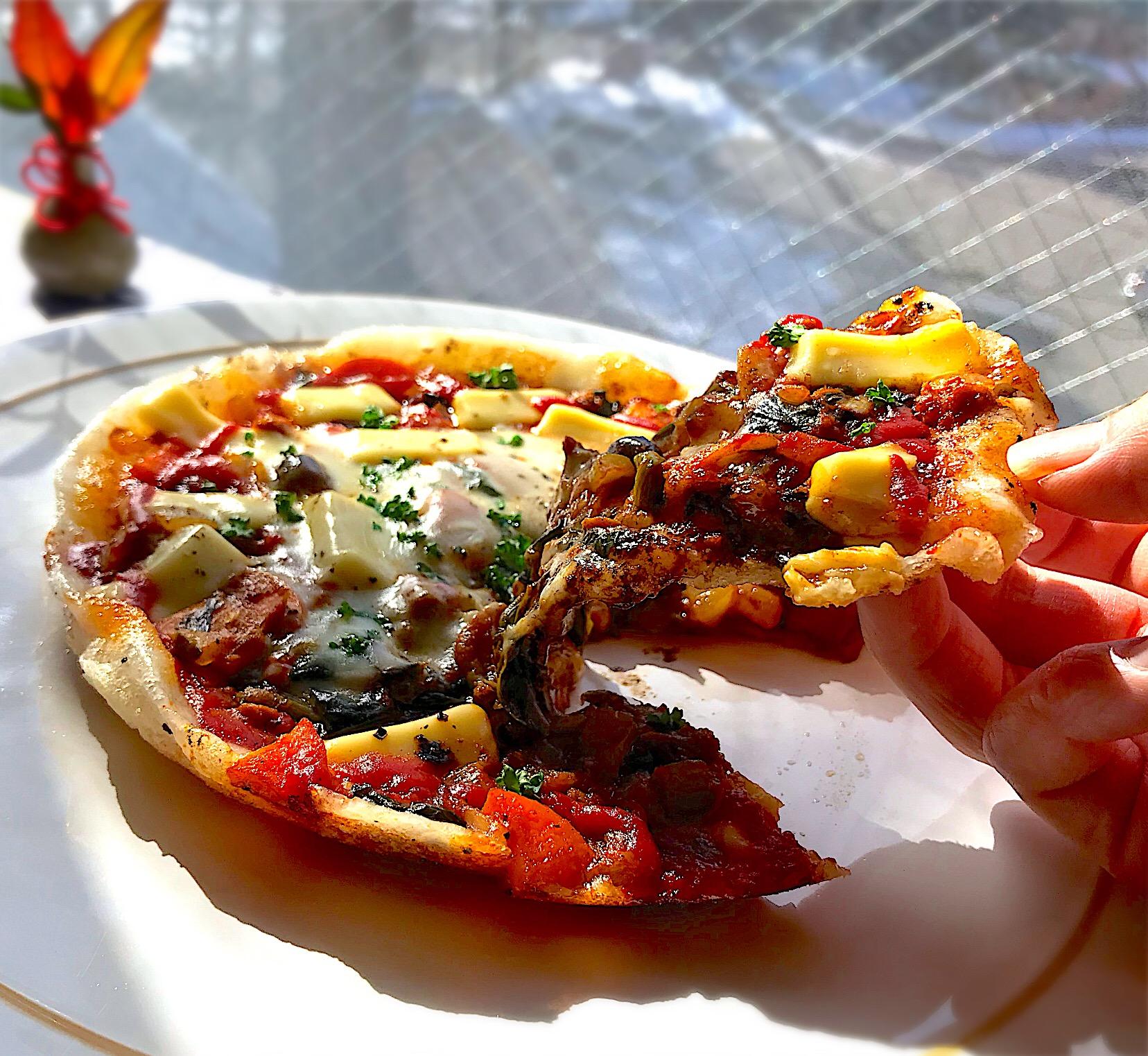 昼ごはん  たっぷり野菜のキーマカレー?からの、カレーもちピザ