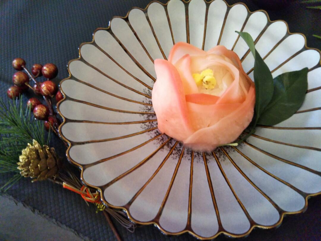 花開く大きな手まり寿司